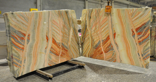 Marmados Mermerstarlice onyx bookmatched